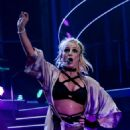 Britney Spears – Performs on NYE at Planet Hollywood in Las Vegas