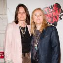 Melissa Etheridge and Linda Wallem - 321 x 450