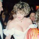 Melanie Griffith At The 61st Annual Academy Awards - arrivals (1989) - 454 x 256
