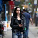 Krysten Ritter – Filming 'Jessica Jones'; Season 3 in NY - 454 x 840