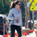 Jennifer Garner in Tights hitting the gym in Brentwood - 454 x 681