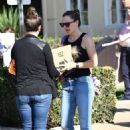 Jennifer Garner – Picking up the kids from a Halloween party in Brentwood