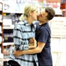 Agyness Deyn and Giovanni Ribisi - 409 x 595