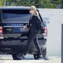 Rosie Huntington Whiteley – Hits the gym in Beverly Hills - 454 x 485