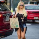 Holly Madison – Shopping at Whole Foods in Studio City - 454 x 638