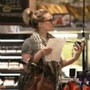 Hilary Duff Does Some Last-minute Shopping Before Thanksgiving, 2009-11-25