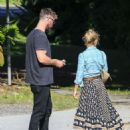Elsa Pataky and Chris Hemsworth– Out in Byron Bay, Australia 07/04/2016 - 454 x 564