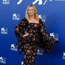 Kirsten Dunst – Woodshock photocall at the 2017 Venice Festival - 454 x 681