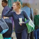 Amy Poehler At A Farmers Market In Santa Monica