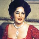 Elizabeth Taylor In The 1977 Film Musical A LITTLE NIGHT MUSIC - 454 x 682