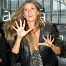 Gisele Bundchen – Rosa Cha Summer Collection Lauch Event in Sao Paulo - 454 x 550
