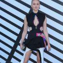 Sophie Turner – Louis Vuitton Show at Paris Fashion Week 10/05/2016 - 454 x 681