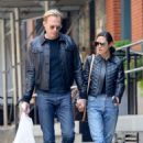 Jennifer Connelly and Paul Bettany out in New York - 454 x 681