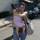 Amanda Peet With Daughter Frances Pen In Beverly Hills 2007-09-26