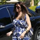 Kourtney Kardashian: arrive at Kim Kardashian's house in Los Angeles