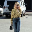 Emma Roberts at the Coffee Bean and Tea Leaf in West Hollywood 10/19/ 2016 - 454 x 691