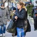 Doutzen Kroes – Shopping in Soho - 454 x 681