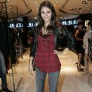 Victoria Justice - Rock And Republic Essies Matte Collection Launch In Beverly Hills On October 15, 2009