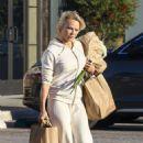 Pamela Anderson – Shoppin at Vintage Grocers market in Malibu