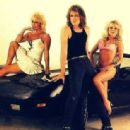 Don Dokken with girls - 454 x 314