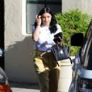 Ariel Winter in Yellow Pants – Out in Los Angeles - 454 x 648
