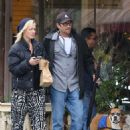 Jenny Garth and Luke Perry meet up for lunch at Cafe Aroma in North Hollywood. November 29, 2012 - 454 x 594