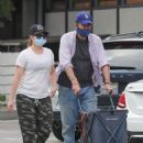 Alyson Hannigan – Grocery shopping in Los Angeles