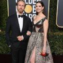 Anne Hathaway and Adam Shulman : 76th Annual Golden Globe Awards - 404 x 600