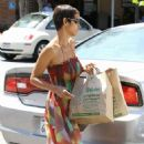 Halle Berry: Picks up a few bags of groceries from Ralphs