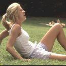 Jenna Elfman - 454 x 256