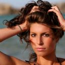 Laury Thilleman - 454 x 605