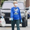 Kristen Wiig and Fiancee Avi Rothman – Shopping candids