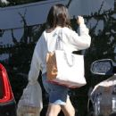 Selena Gomez – Out in Los Angeles