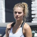 Margot Robbie heads to a gym in Los Angeles - 454 x 558