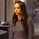 Amber Stevens West as Annie Carver in Ghosted - 454 x 804
