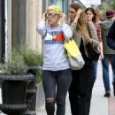 Lily Allen In Ripped Jeans Out In Los Angeles