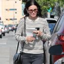 Courteney Cox – Shopping for furniture in West Hollywood - 454 x 681