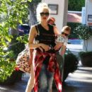 Gwen Stefani stops by the Beverly Glen Market Place in Beverly Hills,with her baby boy Apollo on August 15, 2014