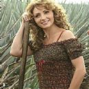 Destilando amor- Promotional and Set Photos - 310 x 380