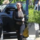 Kyle Richards stops by Barneys New York to do some shopping in Beverly Hills, California on March 31, 2017 - 444 x 600