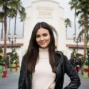 Victoria Justice Out in Universal Studios - 454 x 671