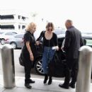 Frances Bean Cobain – Arrives at LAX International Airport in LA - 454 x 529