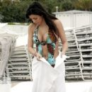 Kim Kardashian - With Sister Kourtney On Miami Beach, 23.01.2008.