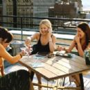 Annie Parisse as Jeannie, Kate Hudson as Andie and Kathryn Hahn as Michelle in Paramount's How To Lose A Guy In 10 Days - 2003 - 454 x 302