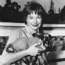 Shirley MacLaine - 454 x 579