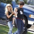 Benicio Del Toro Spotted For First Time With Daughter Delilah & Kimberly Stewart