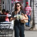 Jessica Alba – Picking up drinks in Beverly Hills - 454 x 681