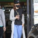 Alexandra Daddario – Grabbing A Smoothy at Earth Bar in Los Angeles