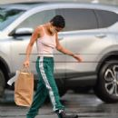 Zoe Kravitz – Picks up some Mexican take out food in Bedford - 454 x 590