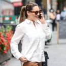 Kelly Brook – Looks chick arriving at the Global Radio Studios in London